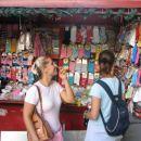 Trafika prodaja časopise, čokolade, pijačo, nogavice...