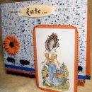 Sarah - oranžno modra - od strani