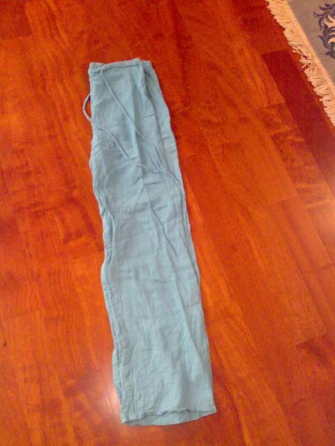 Temno zelene hlače XS/S iz posebnega blaga, ohlapne, s trakci za regulirat v pasu (bolj, m