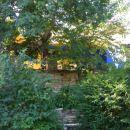 pogled proti hiši iz spodnje terase