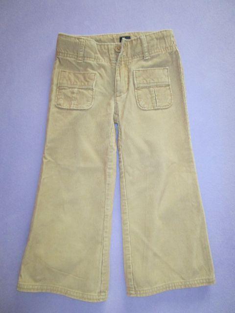 žametne hlače gap, 3 leta, 7 €