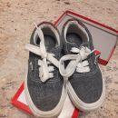 Otroška obutev: fantovski čevlji teniški copati št.31 6€
