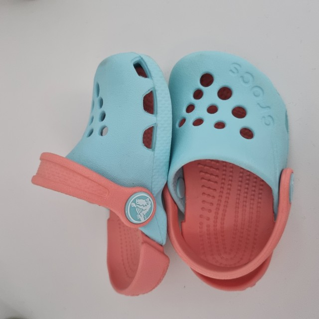 Crocs 19-20 & komplet oblačil 80 15€ - foto