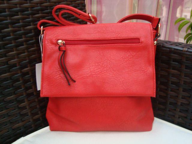 Nova rdeča torbica z etiketo - foto