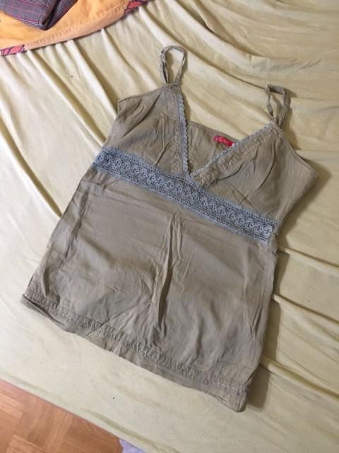 ženska majica na naramnice
