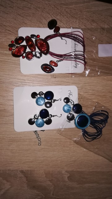 Ogrlice,uhani,zapestnice,denarnice tudi novo - foto