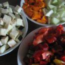 pripravljena zelenjava za  v ponev
