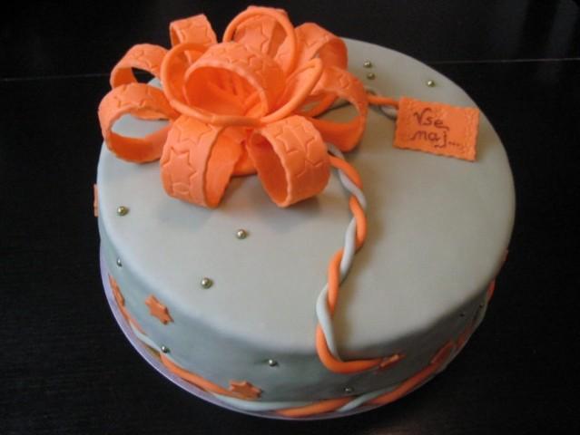 Slatka strana sveta - Page 2 Stana-torte-1-jagodno-borovniceva-svecana-torta-jade-10358_3338409_17373720_10619498