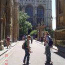 Eva in Dan pred katedralo v Cambridge-u :)