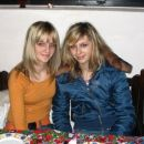 jes(oranžna) sestra (plava)