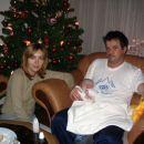 Matic z mami in atijem ob božičnem drevescu.