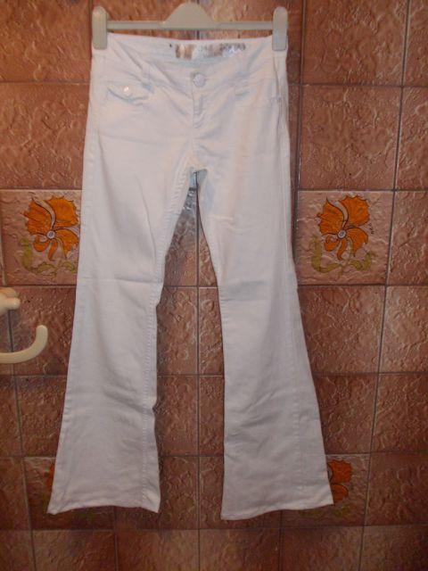 Stradivarius jeans hlače vel.34, cena 15€
