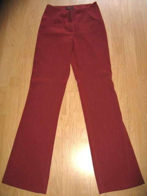 Vinsko rdeče hlače, vel.36, cena: 6€