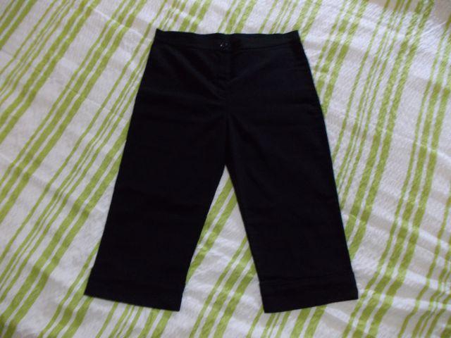 črne elastične 3/4 hlače, vel.38, cena: 6€