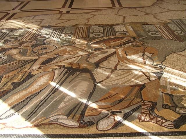 Mozaiki po tleh avle...