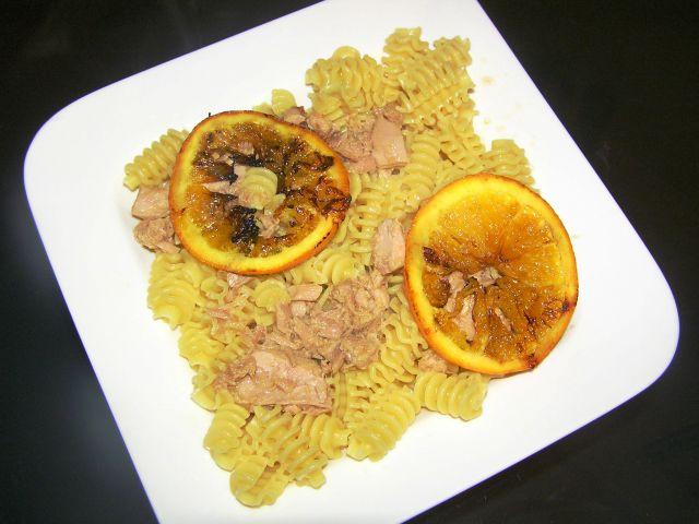 Testenine s fileti tune in pomarančno omako