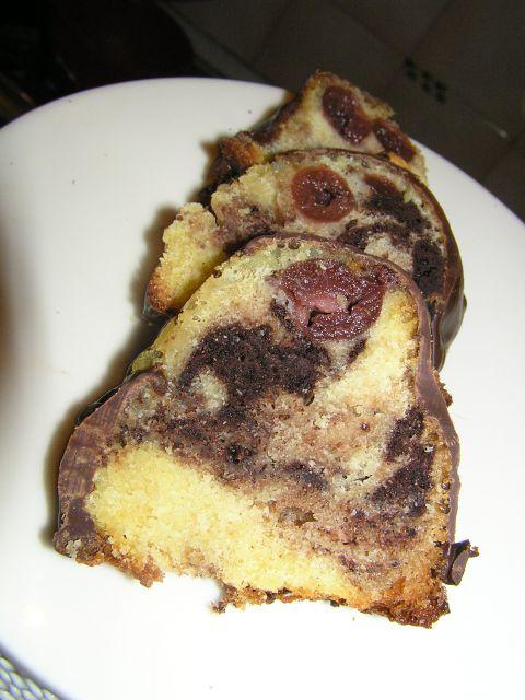 Marmorni kolač z višnjami