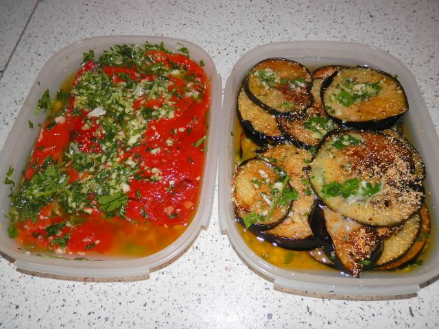 Pečena paprika in melancani v solati