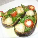motovilec s sezamovo mocarelo, nadevanim češnjevcem v pečenem jajčevcu