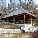 s strehami zaščitena arheološka najdišča na Ajdni