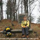 pri spomeniku padlim partizanom na planini Mežakla
