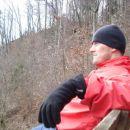 Tukaj že na spustu sedim na klopci in uživam v fantastičnih pogledih proti kranju in okoli
