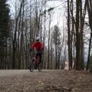 Vzpon na ( STARI GRAD 692m ) . 6.3.2007 Tukaj je začetek v gozdu kjer je tudi parkirišče.