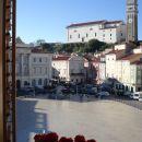 Piranska cerkev ,pogled iz hotelske sobe na Tartinijev trg .