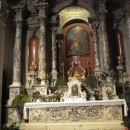 Notranjost cerkve je poslikana z odličnimi freskami ,toda na žalost nekatere fotografije n