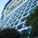 Pogled na hotel proti vrhu .To je hotel z petimi zvezdicami .Urejenost okolice navdušuje !