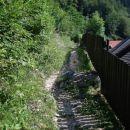 Začetek vzpona proti Pimožu.Nekaj deset metrov nazaj je glavna cesta v Stahovici.