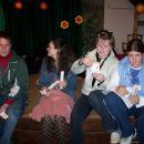 ...Klemen, Simona, Petra in Sara počivajo po napornem koncertu...