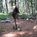 Višje, nad Šiklarico (že znano ) sem  našel ostanke letala in spominsko obeležje na nesreč