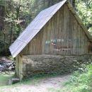 Že kar star poizkus ohranitve starega mlina, ki pa nekako ne sovpada v okolje (take vrste