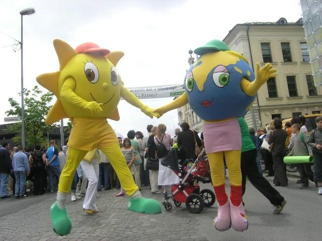Bine in Julija na maturantski paradi, 16. maj - foto