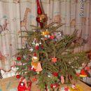 Drevesce v otroški sobi, ki sta ga sama okrasila