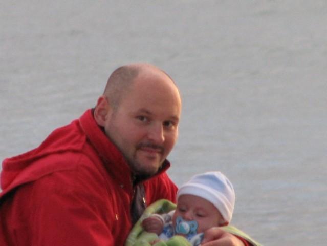 Z očkom na sprehodu po plaži. Olib, september 2007.