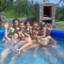Mladi Kevrici u bazenu