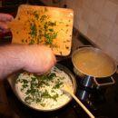 omaka za testenine s pršutom in peteršiljem