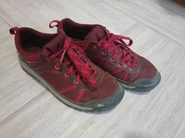 Pohodni čevlji 36